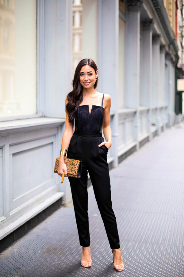 Alice olivia black lace jumpsuit with saint laurent clutch - Beige kombinieren ...
